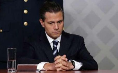 enrique_pena_nieto-ardently-listens-to-his-chagres-before-he-is-connvicted-and-his-executed-in-2012